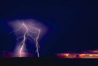 __lightning-over-desert